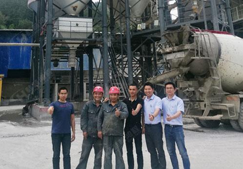 桂林鸿程磨粉机售后团队回访搅拌站的石灰粉磨粉机客户