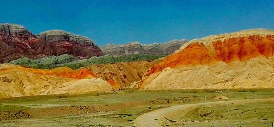 新疆哪里有萤石矿?新疆西克尔地区发现一个中型的萤石