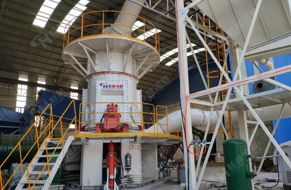 霞石磨粉机HLM1500立磨河南客户设备投产