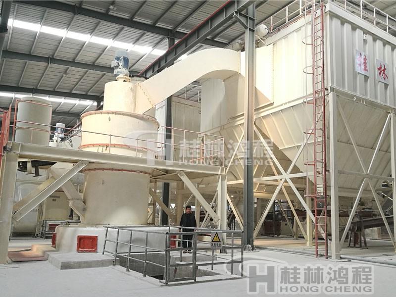 钾矿石雷蒙磨生产线:HC摆式磨粉机主机配置 HC1700知名度高HC纵摆式磨粉机