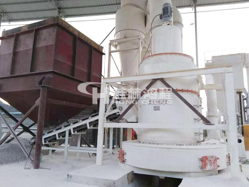 鸿程矿山机械的大型石粉磨机 150目大型石粉磨机 HC1900摆式磨粉机贵州客户