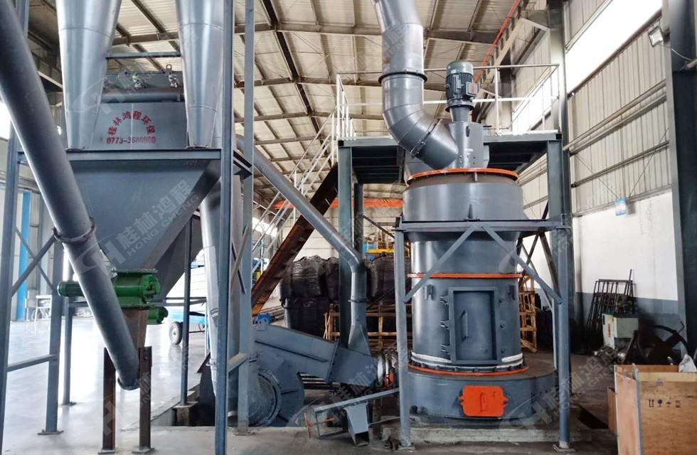 高岭土粗磨粉设备鸿程R型雷蒙磨粉机 产量达3吨